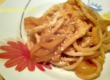 Bucatini con salsa di peperoni