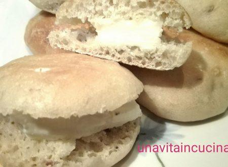 Bocconcini di pane con noci