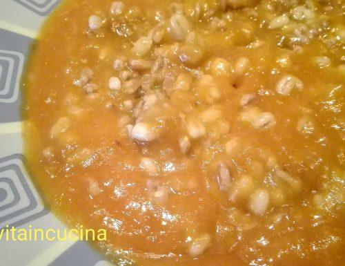 Vellutata di patate e zucca con cereali