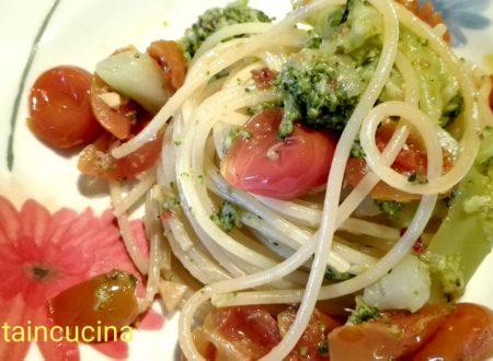 Spaghetti con broccoletti e pomodorini