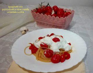 Spaghetti con pomodorini e stracciatella