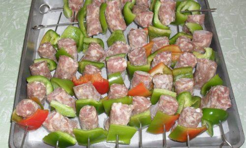 Spiedini salsiccia e peperoni