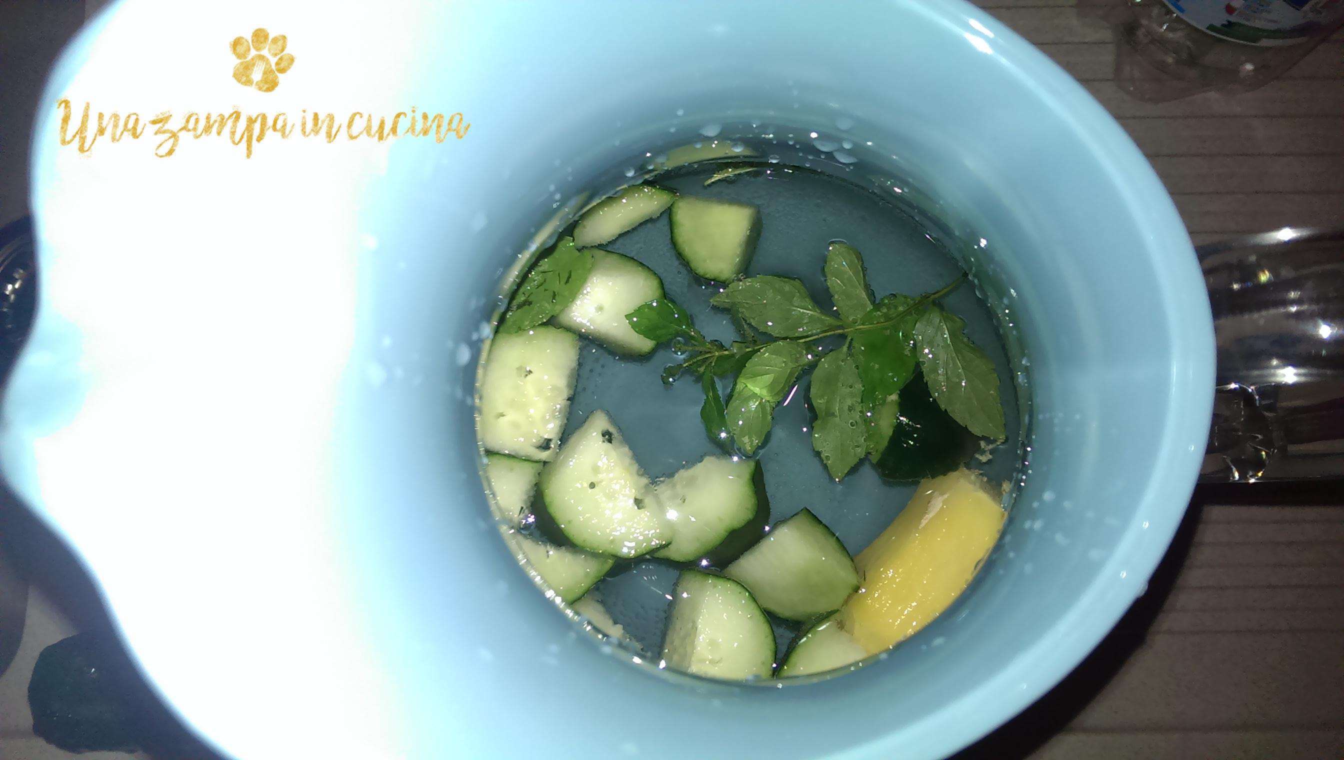 Acqua detox cetriolo, zenzero e menta: ecco come preparare l'acqua detox con cetriolo, zenzero e menta, insieme alle proprietà dell'acqua aromatizzata.