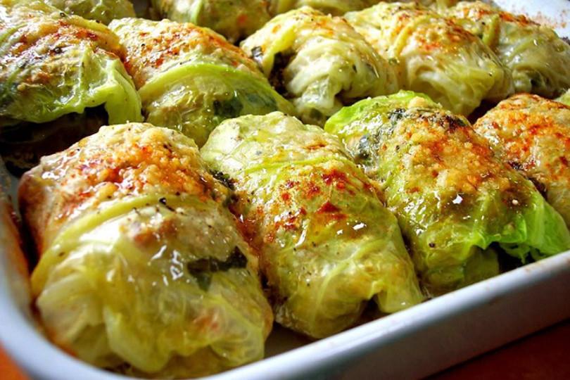 Involtini di verza vegetariani e vegani: cerchi una variante ai classici involtini di verza? Prova questi involtini di verza vegetariani e vegani ;-)