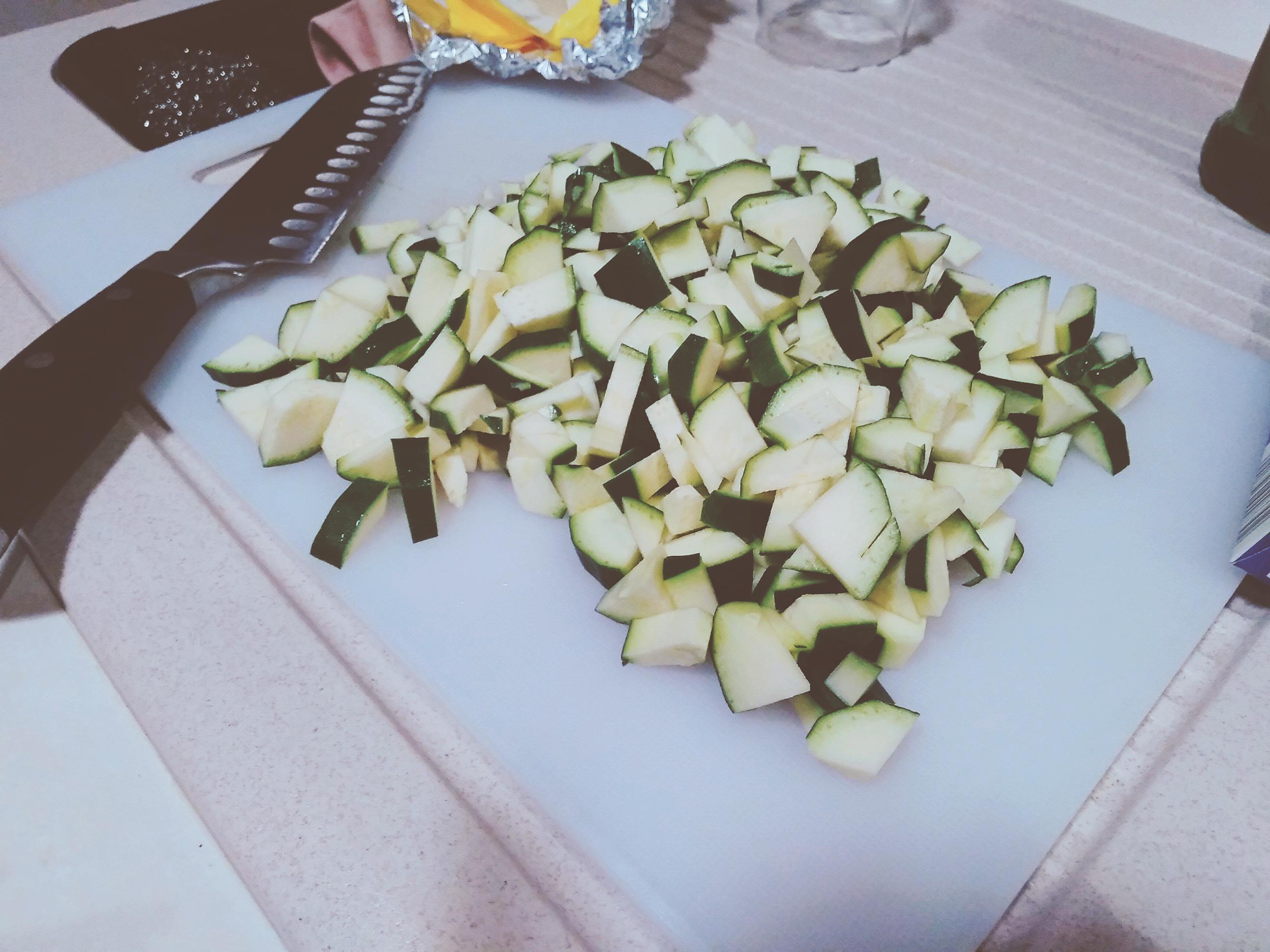 Involtini pasta fillo con verdure e brie