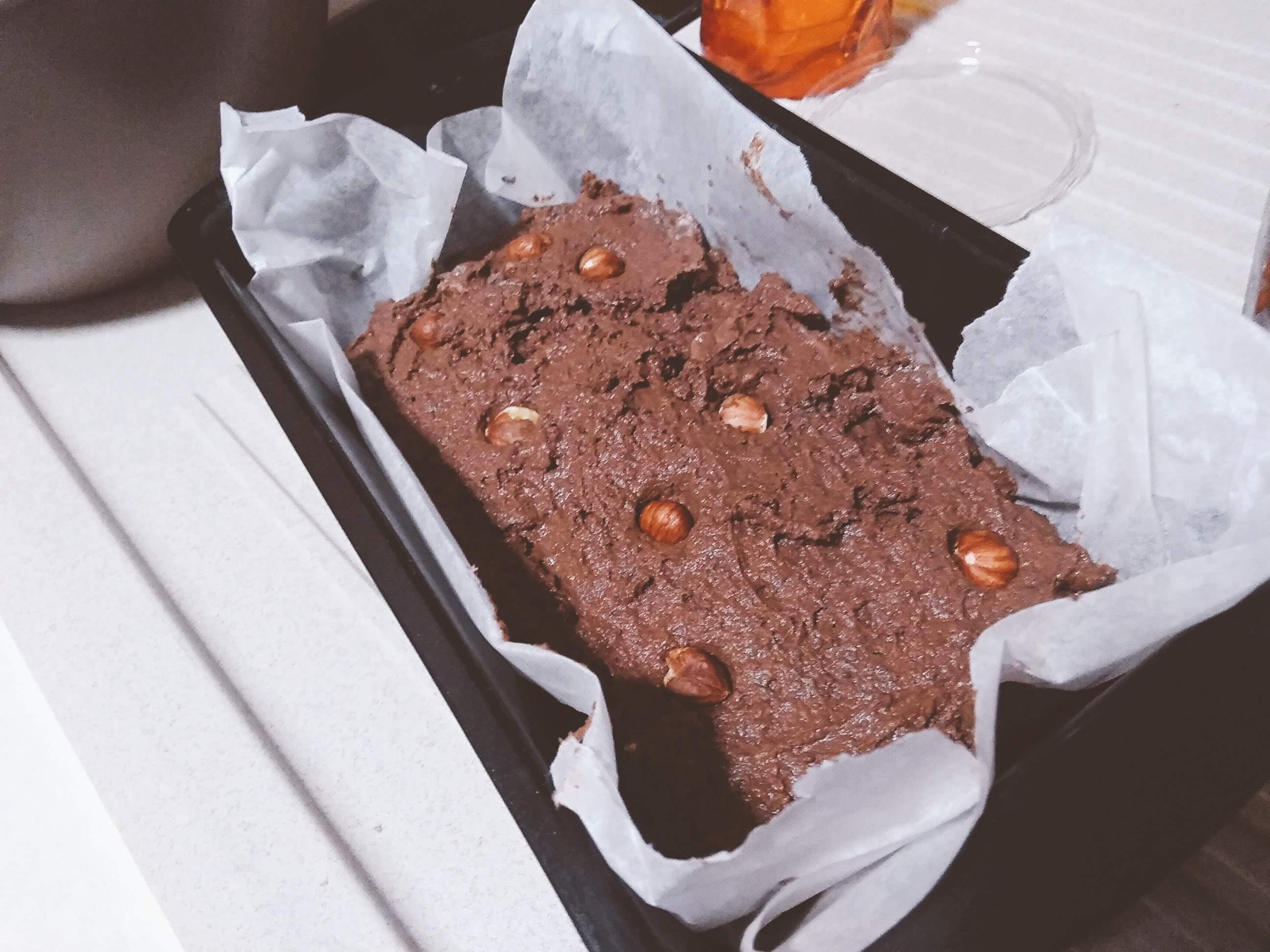 Brownie proteico fit e fudge: la nostra ricetta del brownie proteico fudge, senza farina, senza glutine, senza burro e senza zucchero. Da non crederci :-))