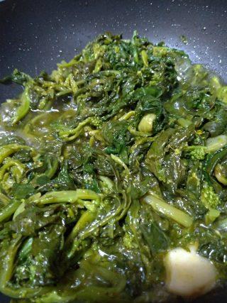 Broccoletti ripassati in padella: un controno invernale goloso e senza sale