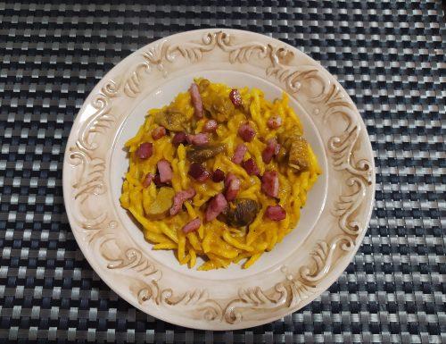 Pasta con crema di zucca, funghi porcini e speck