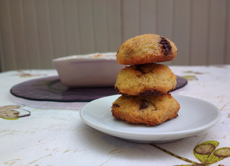 Coconut cookies with dark chocolate cubes