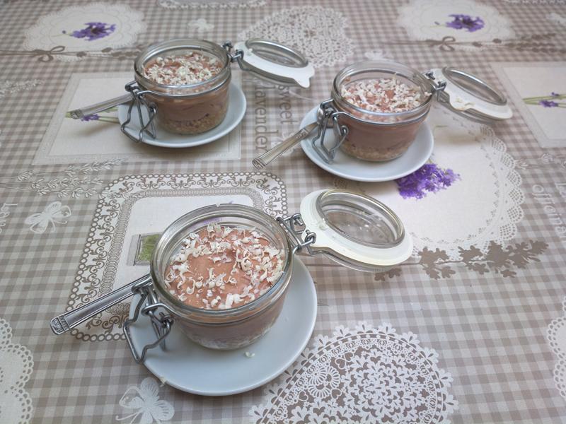 Mini nutella cheesecake in a jar