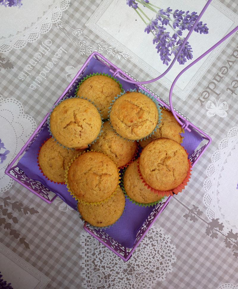 Muffin alle albicocche e succo di pesca