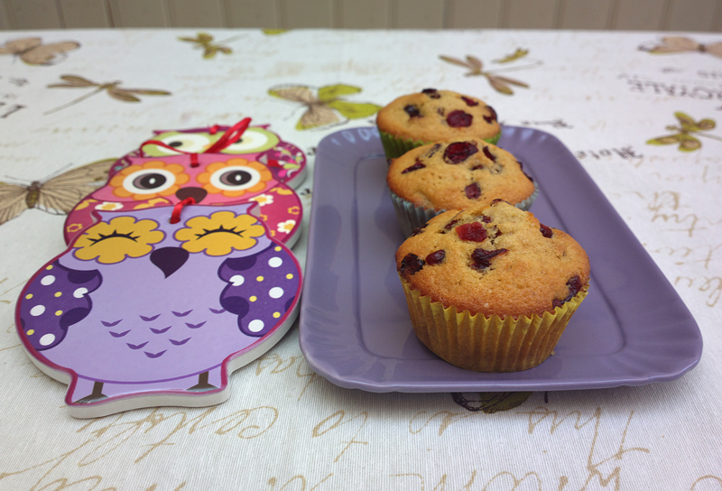 Muffin con farina di orzo, mirtilli e yogurt