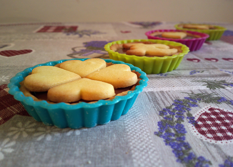 Decorated Nutella mini tarts