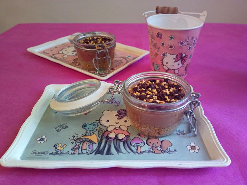 Mini cheesecake in a jar alla mousse di yogurt e cioccolatoMini cheesecake in a jar alla mousse di yogurt e cioccolato