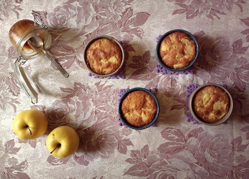 """""""50 sfumature di...mela"""" - Tortine alle mele con cuore di caramello salato"""