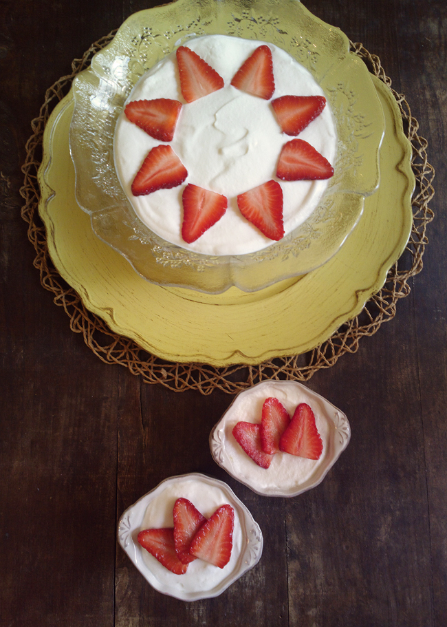 Trifle inglese crema, fragole e panna