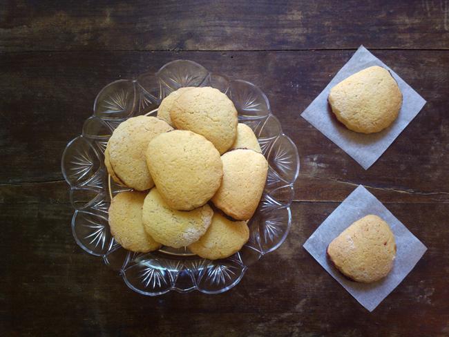 Biscottini di pastafrolla morbida ripieni di marmellata di zia Paola