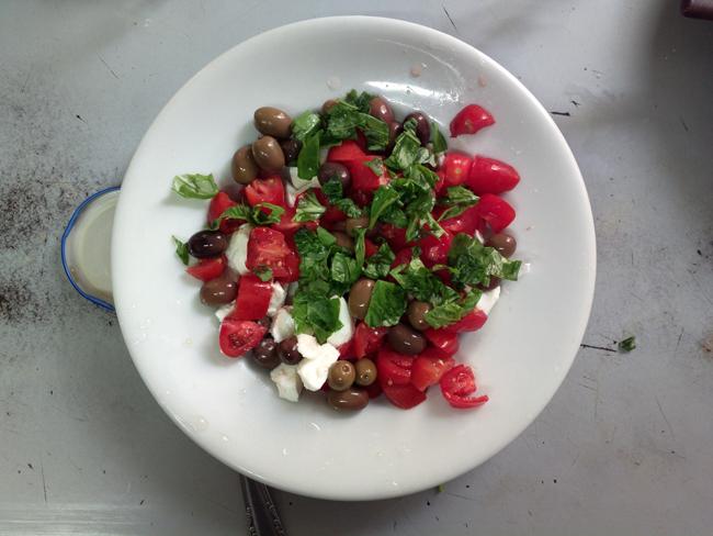 Friselle pomodoro mozzarella e olive