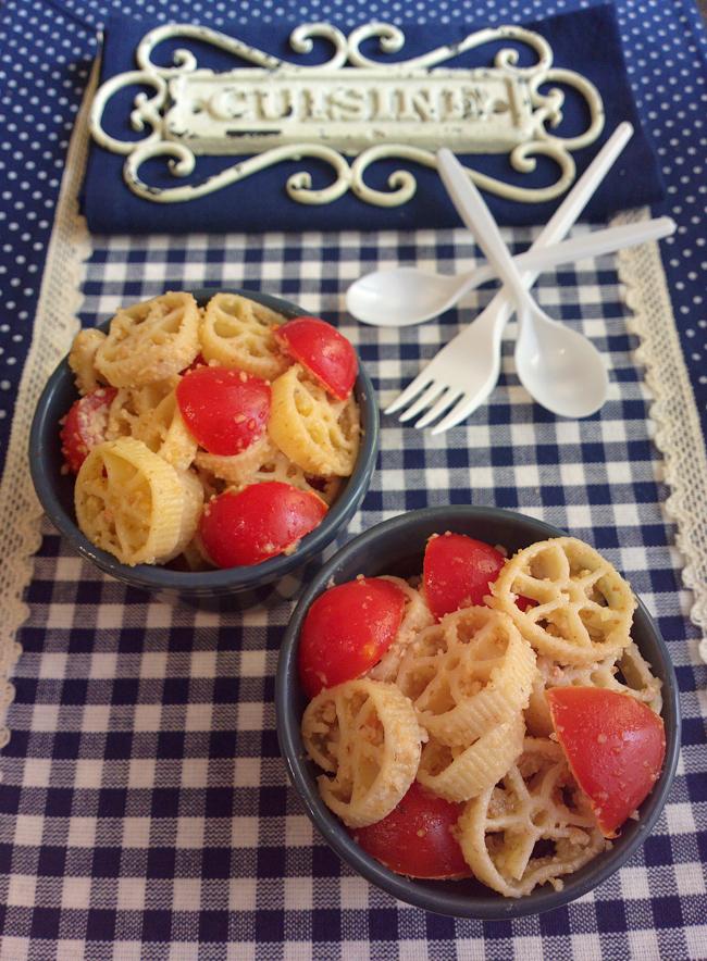 Pasta fredda sabbiosa - noci, parmigiano e pomodori