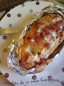 Videoricetta Crack bread - pane ripieno pancetta e fontina