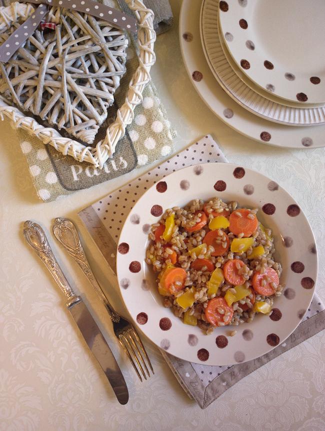 Farro speziato con carote e peperoni