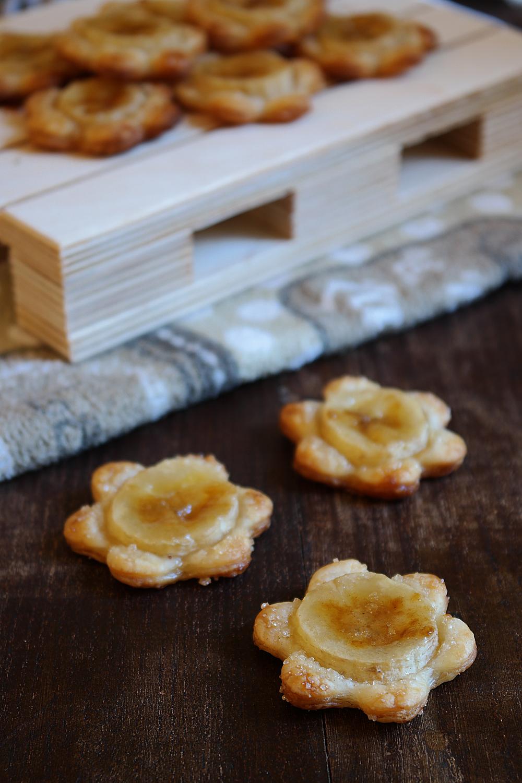 Fiori di pasta sfoglia alle banane