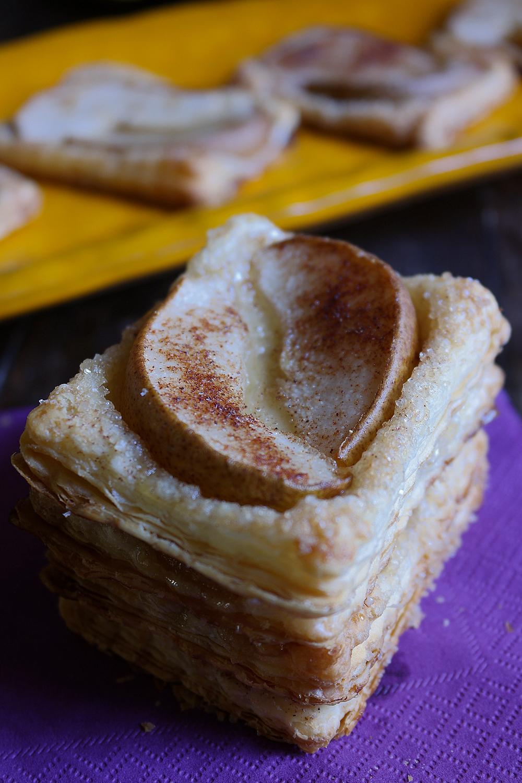 Dolcetti con pasta sfoglia, pere e cannella - ricetta semplice