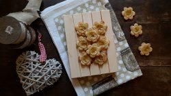 Fiori di pasta sfoglia alle banane – ricetta semplice