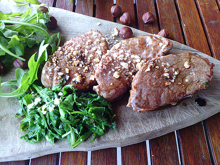 Filetto light con rucola e nocciole all'aceto balsamico