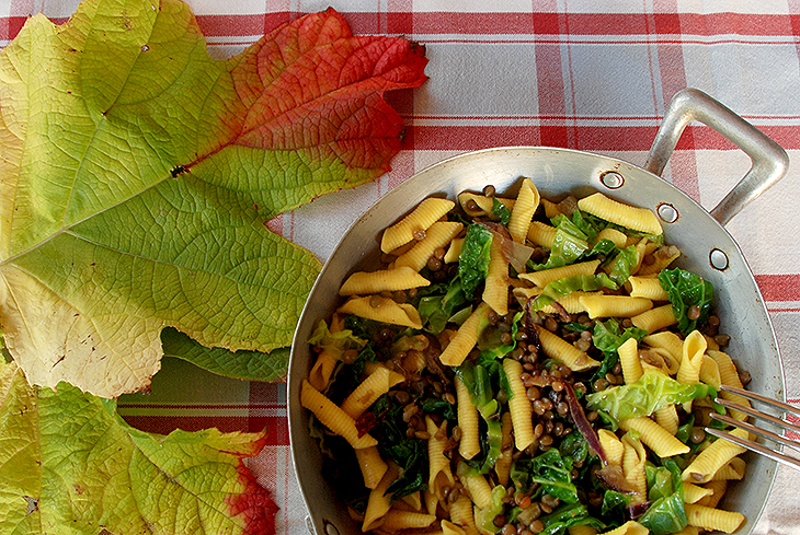 Pasta light con verza e lenticchie