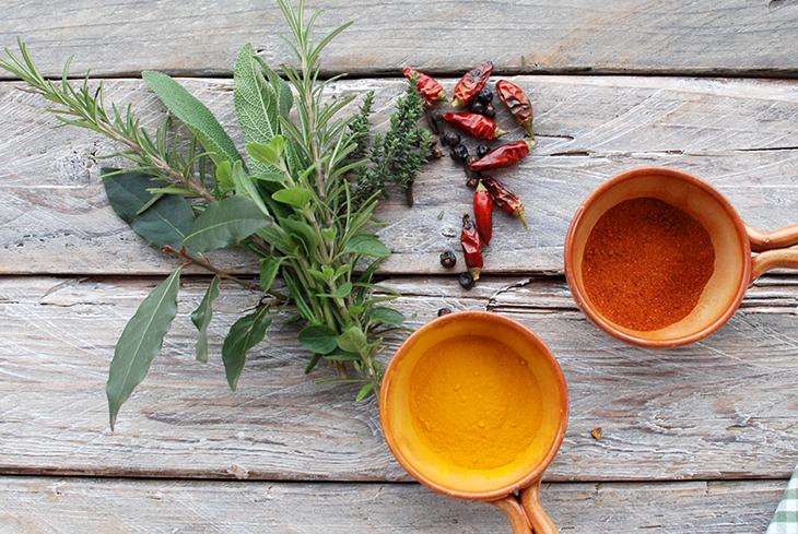 Gli abbinamenti in cucina con erbe aromatiche e spezie