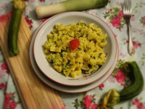 Pasta con zucchine e porro