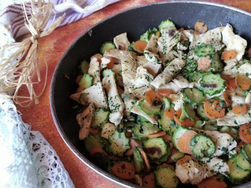 Pollo in padella con verdure