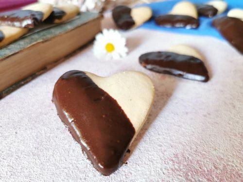 Biscotti con glassa al cioccolato senza glutine senza lattosio