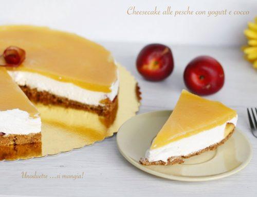 Cheesecake alle pesche, con yogurt e cocco