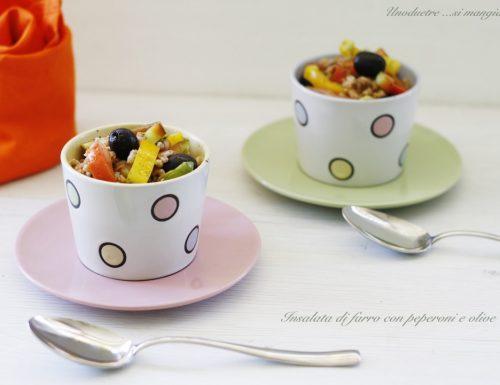 Insalata di farro con peperoni e olive