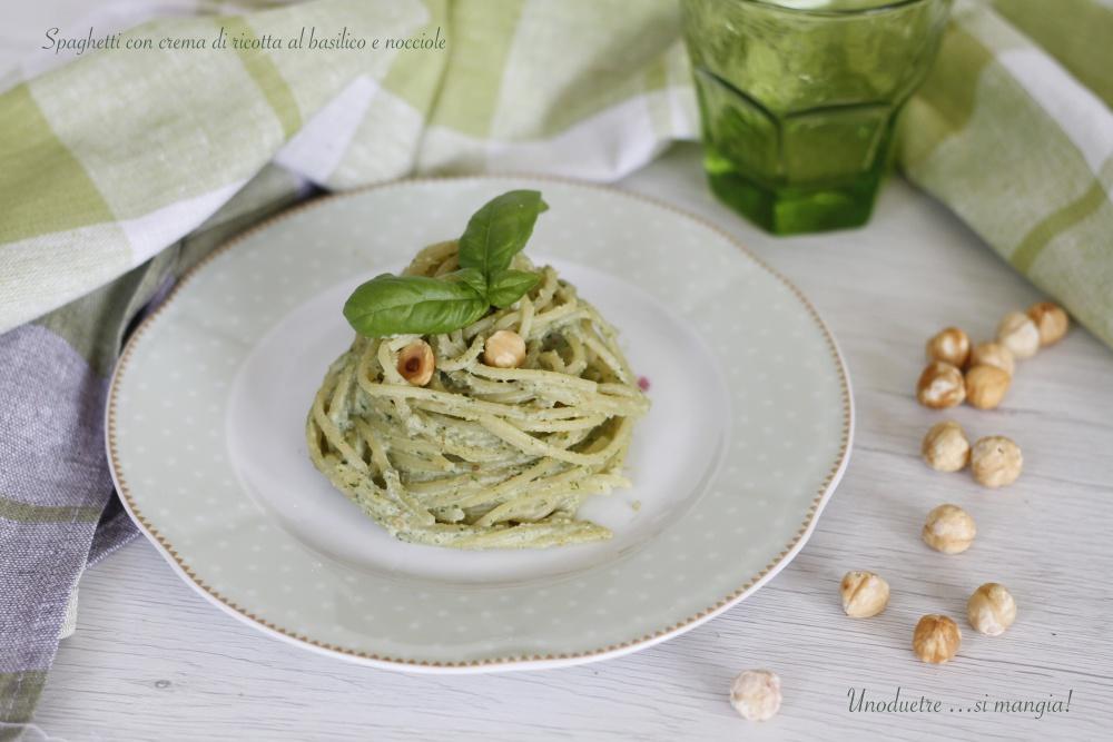 Spaghetti con ricotta al basilico e nocciole