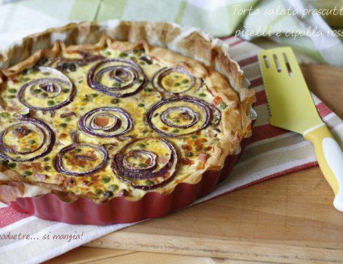 Torta salata prosciutto, piselli e cipolla rossa