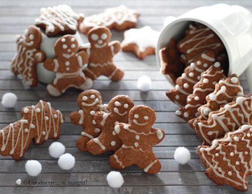 Biscotti di Natale decorati al cacao e mandorle