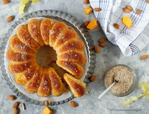 Torta al miele con zucca e mandorle