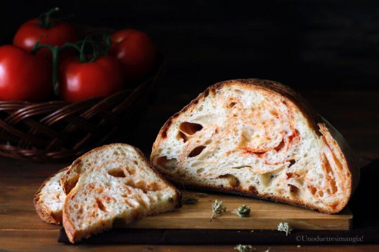 Pane fatto in casa al pomodoro e origano