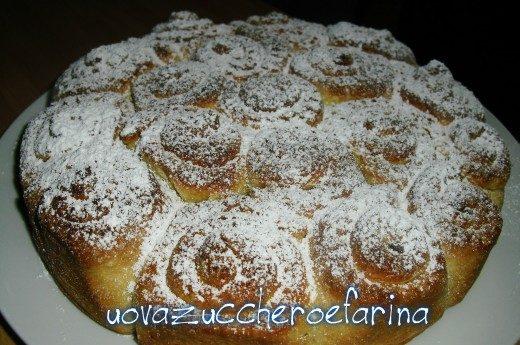 Torta di rose di pan brioche, ricetta dolce