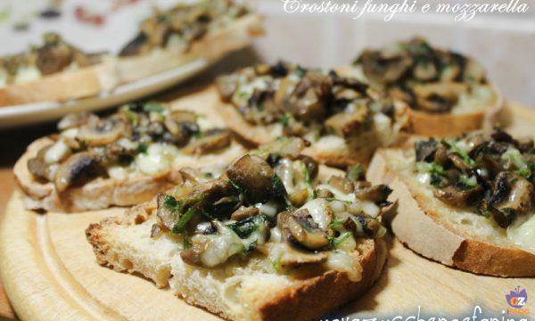 Crostoni funghi e mozzarella