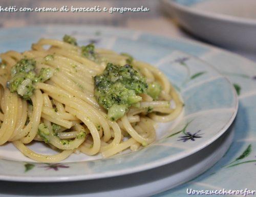 Spaghetti con crema di broccoli e gorgonzola
