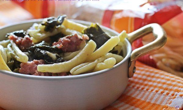 Maccarronis de busa con salsiccia e friarelli