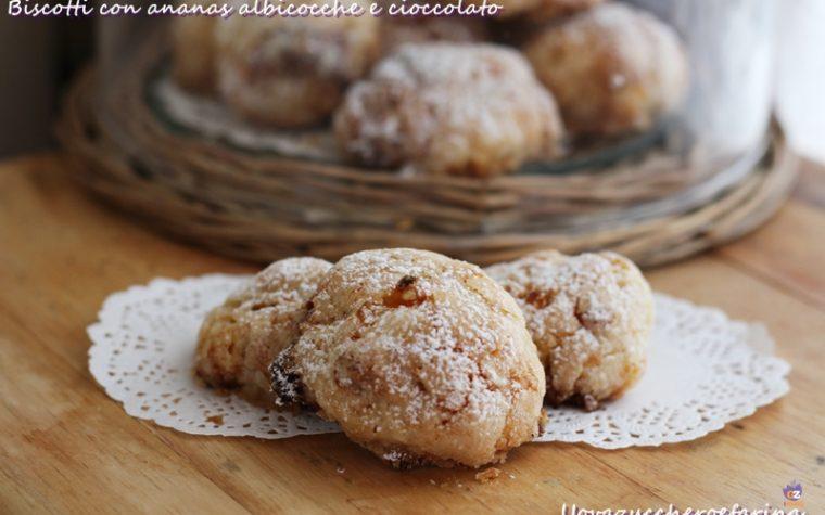 Biscotti con ananas albicocche e cioccolato