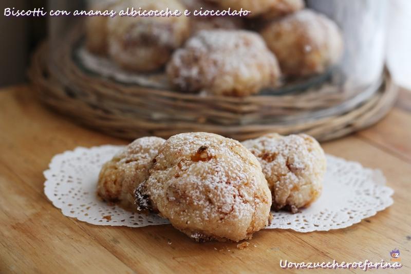 biscotti con ananas albicocche e cioccolato bianco