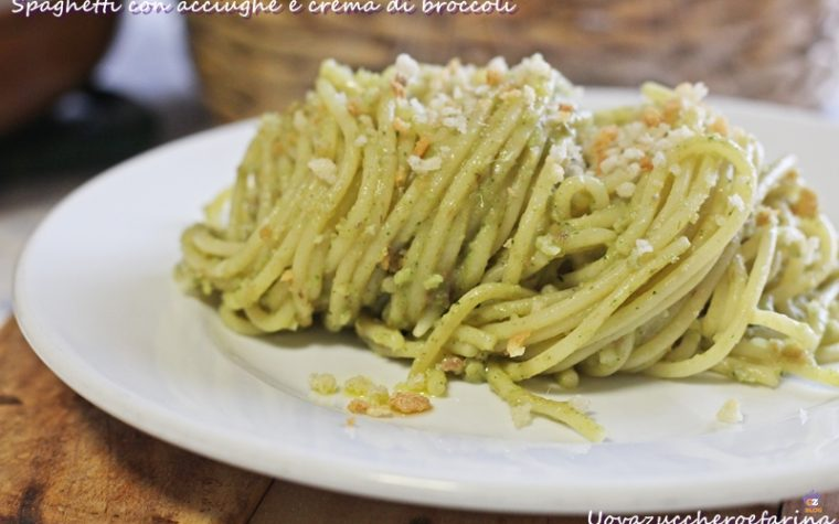 Spaghetti con acciughe e crema di broccoli