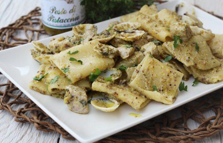 Paccheri con pesto di pistacchio di Bronte vongole e tonno
