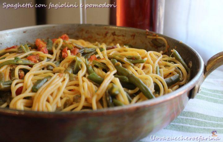 Spaghetti con fagiolini e pomodori